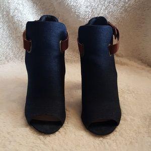 Shoe Dazzle denim and brown sandals